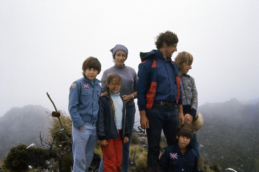 08 Family on the summit